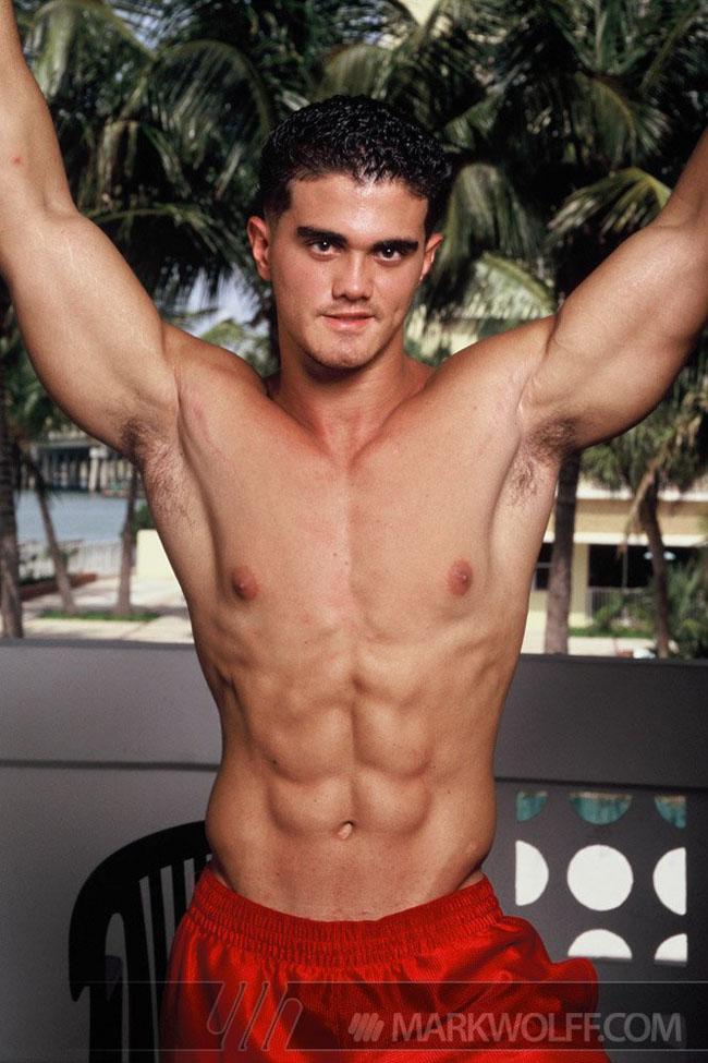 Muscle hunk Alain Lamas