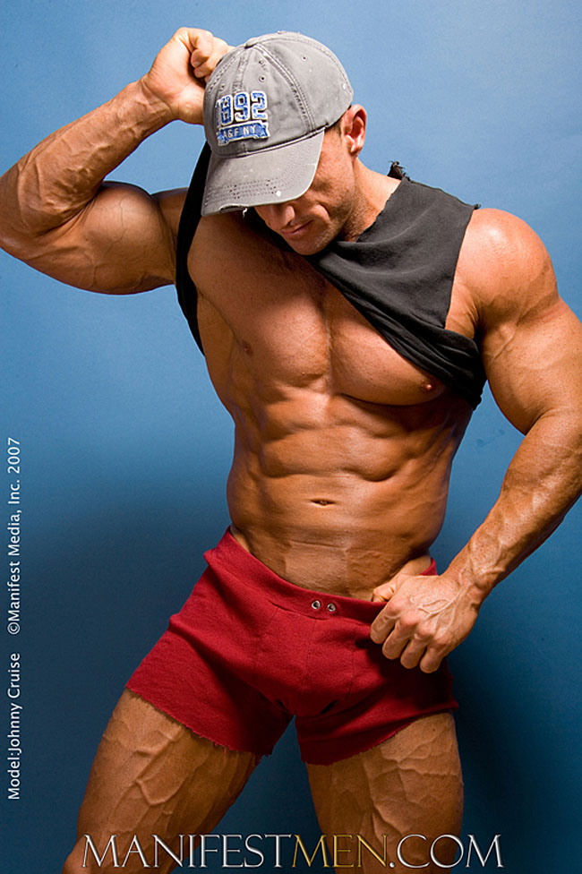 Muscle hunk Johnny Cruise