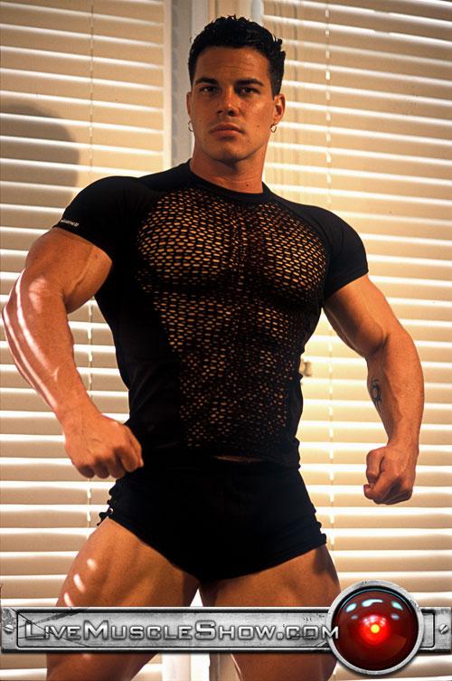 Muscle man Enzo Piler!