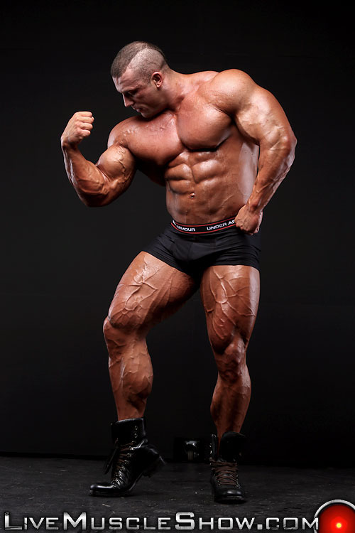 Massive muscle hunk Big Nick